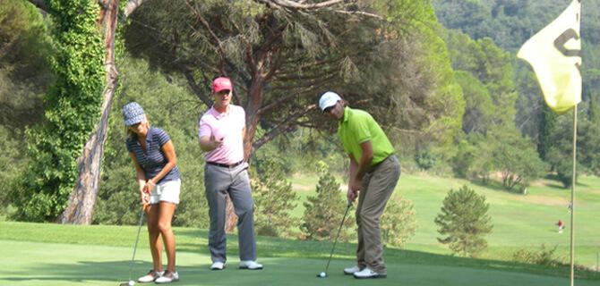SA�jour d'enseignement du golf avec hA?tel